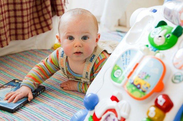 Przegląd ciekawych zabawek dla niemowląt